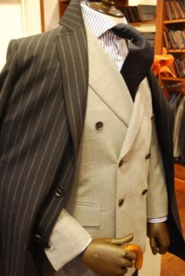 コートは衿を立てて着ましょう。
