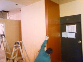 オーダースーツ【ゼルヴィーノ】すでに壁を貼り始めています。