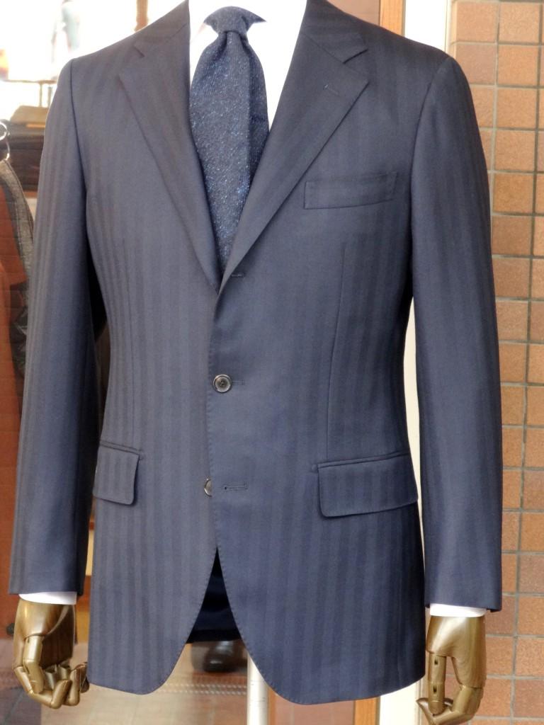 ネイビーヘリンボーンスーツ