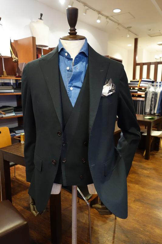 DOMINX、グリーンスーツ、カーキスーツ、オーダースーツ、ZERBINO、ダブルベスト、結婚式スーツ