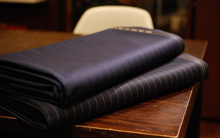 TESSILSTRONA テッシルストローナ 高級 光沢 スーツ 上品 おしゃれ かっこいい 紺 イタリア