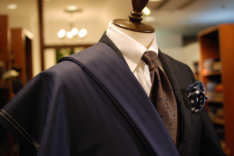 ゼルビーノ TESSILSTRONA テッシルストローナ 高級 光沢 スーツ 上品 おしゃれ かっこいい 紺 イタリア