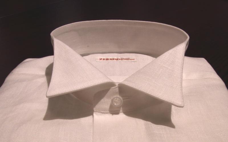リネンのカジュアルシャツ生地に、フォーマルなウィングカラー