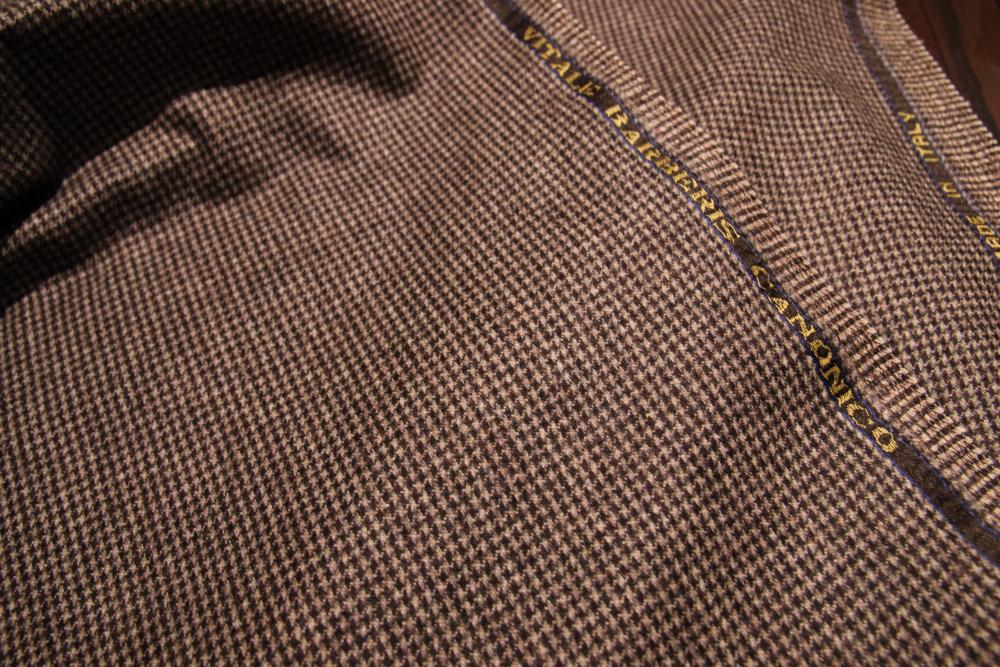 スーツ業界では、とても有名な イタリア生地メーカー、カノニコ社製の生地です!