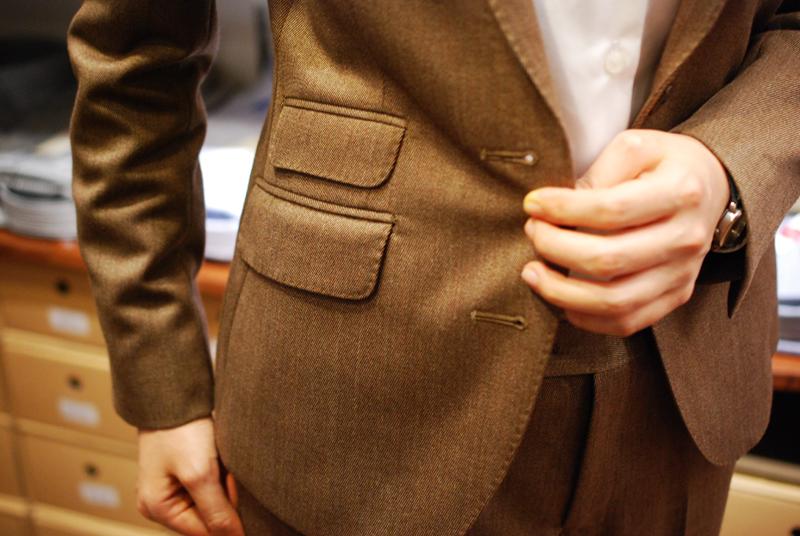 チェンジポケットが付くと、なかなかデコラティブな印象になります。