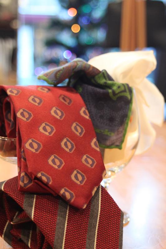 ネクタイ 赤 チーフ