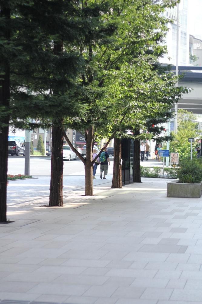 京橋駅から銀座方面へ