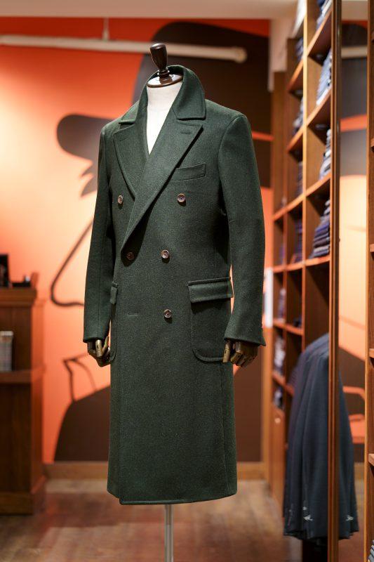 グリーンはコートも素敵です。