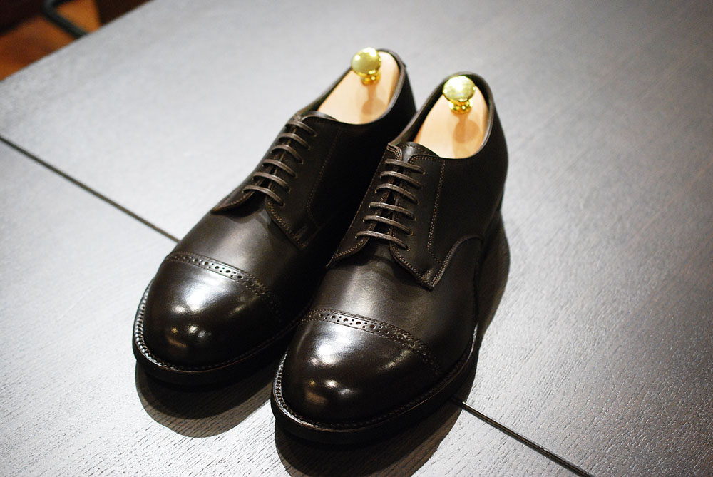 靴はシンプルなデザインがオススメ