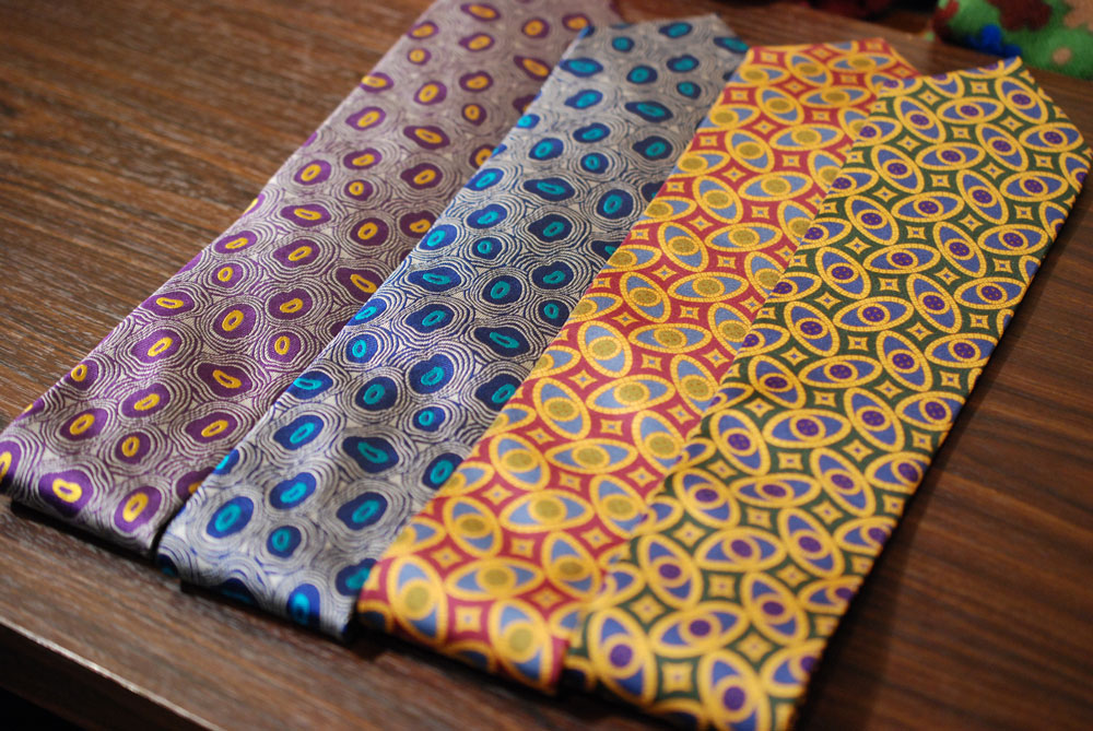幾何学模様ネクタイ